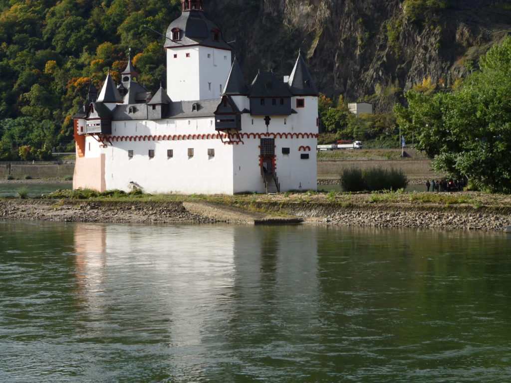 View of the Pfalz castle from the ferry